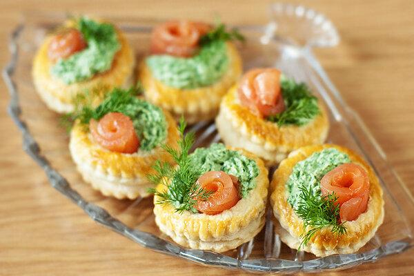 Купить тарталетки с муссом из лосося  Нетрадиционная, но очень интересная, вкусная и аппетитная начинка с муссом из ло..