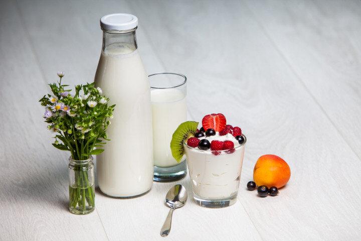 Йогурт ягодный питьевой В ягодном питьевом йогурте большое количество фосфора и кальция. Эти микроэлементы позволяют з..