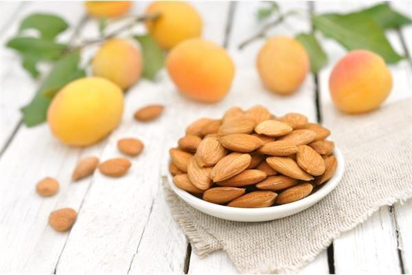 Косточки абрикоса (не солёные, без скорлупы)  Своим горбковатым вкусом косточка абрикоса обязана веществу амигдалину (..