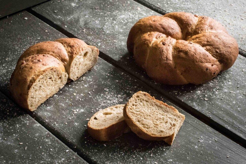 Картофельные кольца с жареным луком и пармезаном  Хлеб приготовлен в виде небольших колец, обладает темным, ароматным ..