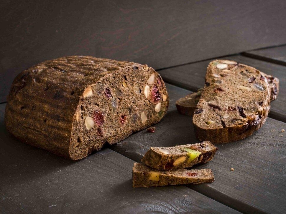 Хлеб Праздничный  Деликатесный хлеб в скандинавском стиле. Ржаной заварной на закваске с добавлением цукатов и орехов...
