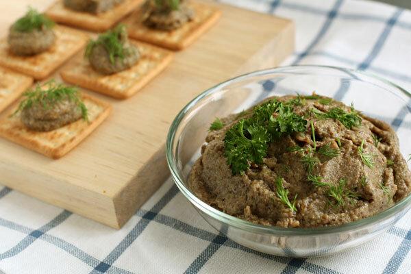 Паштет из натуральной говяжьей печени высшего сорта с добавлением грибов, делает это блюдо не просто вкусным, но и аро..