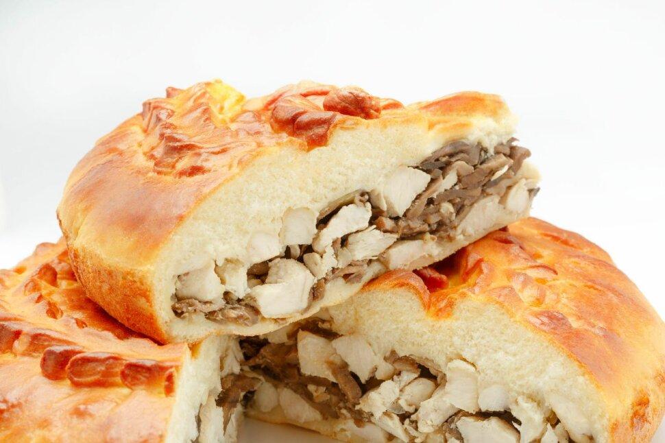 Пирог с курицей и грибами Пирог с курицей и грибами – любимый вкус взрослых и детей. Если вы ищете способ вкусно и сыт..