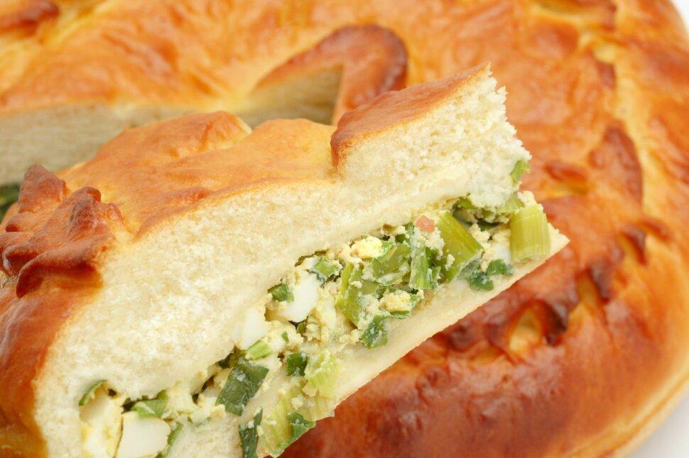 Пирог с яйцом и зеленым луком  Сразу видится бабушка с пирогами. Это незабываемый вкус из детсва, горячий пирог с яйцо..
