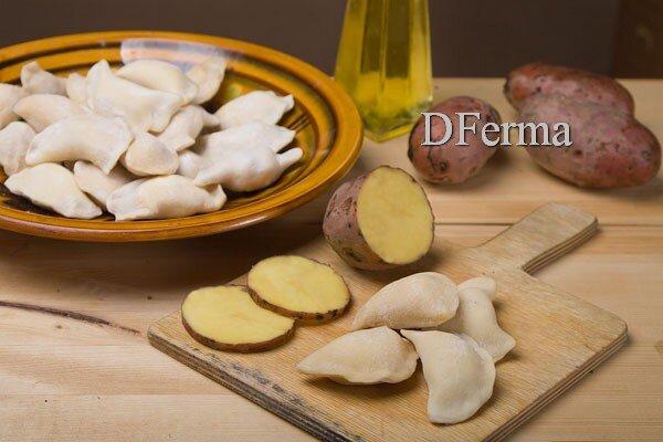 Домашние вареники с картофелем ручной лепки Домашние вареники с картошкой ручной лепки идеальный вариант сытного обеда..