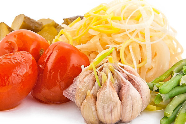 Молодой и домашний чеснок, который мариновался только с натуральными специями, содержит в себе массу витаминов (не мен..