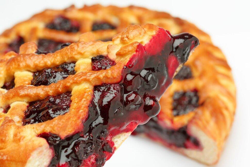 Пирог с вишней  Это особенный пирог. Когда речь заходит о сладких пирогах, всегда вспоминается вкус сладкой вишни и пы..