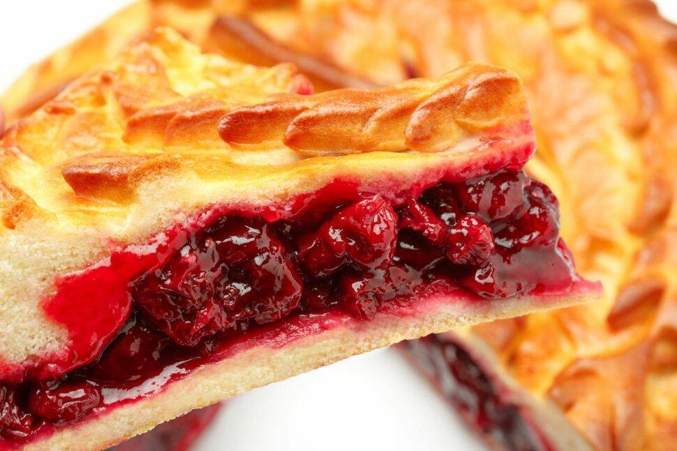 Пирог с малиной  Сладкий пирог, с любимой всеми ягодой малиной. Этот пирог подойдет к любому чаепитию, станет королем ..