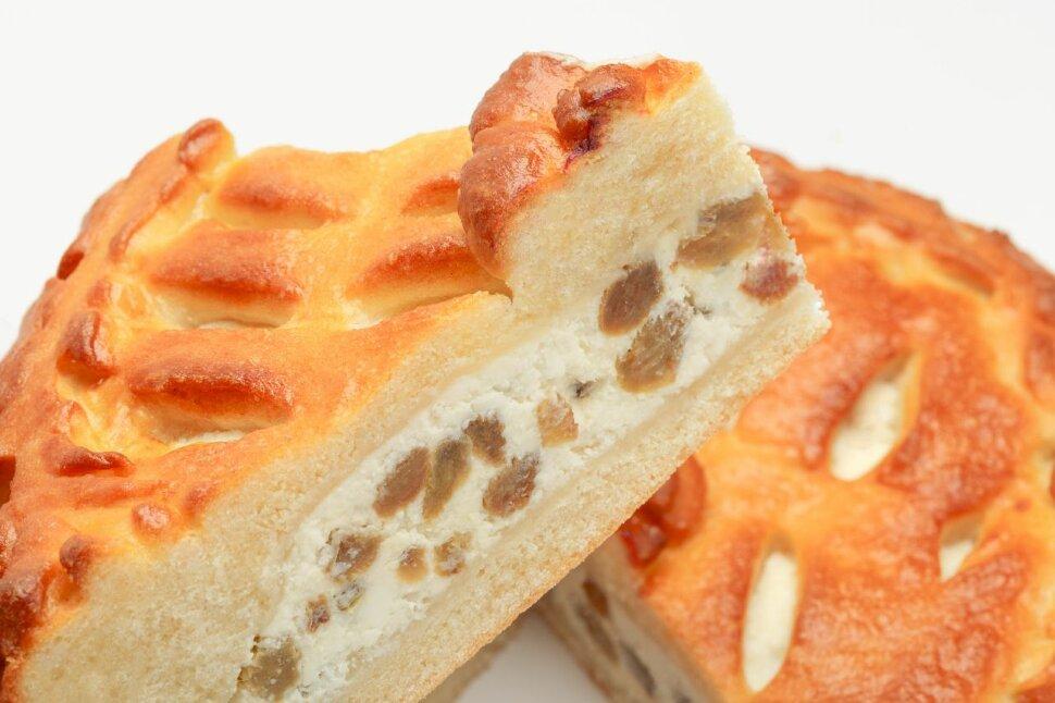 Пирог с творогом и изюмом   Необыкновенно вкусный и сладкий пирог с творогом и изюмом – прекрасно подойдетдля завтрака..