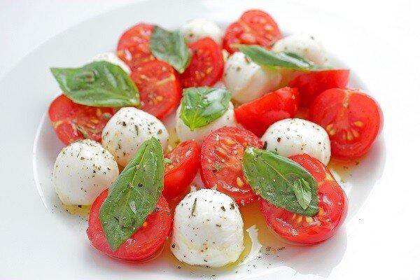 Купить салат Черри-моцарелла Легкий, простой, интересный и яркий салат Черри-моцарелла, который пришел к нам из солнеч..