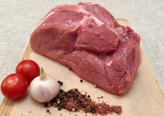Купить мякоть бараньей лопатки Мякоть бараньей лопатки - это срезанное мясо с передней ноги барана, содержащее малое к..